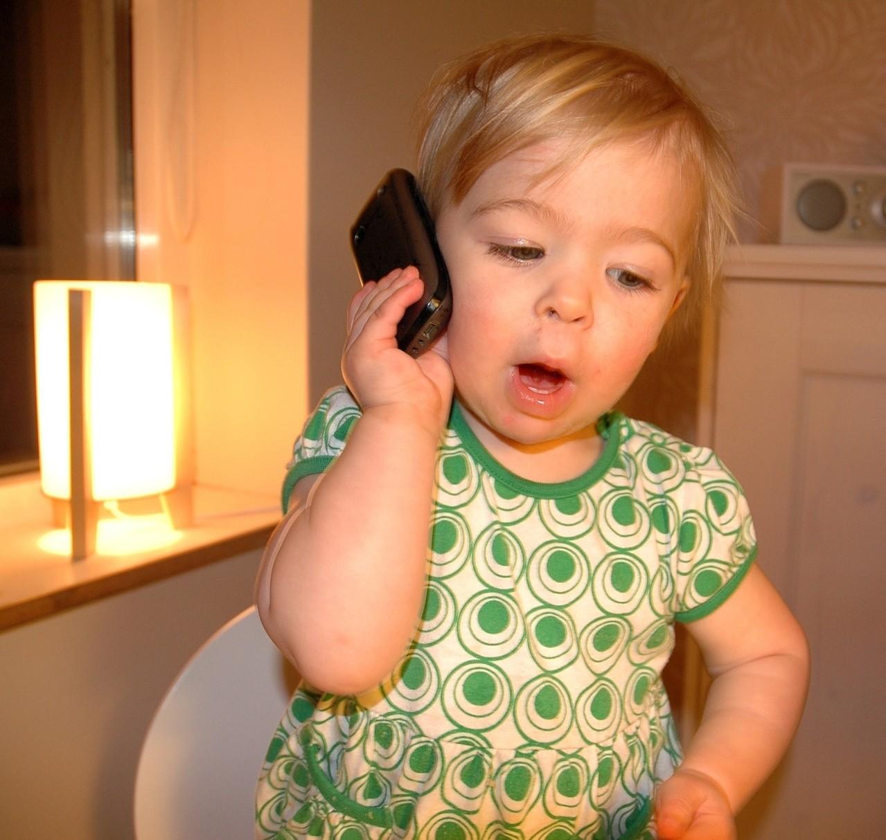 Smartfon dla dziecka – za i przeciw
